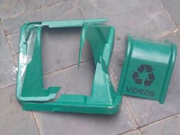 Lixeiras são danificadas em Formiga